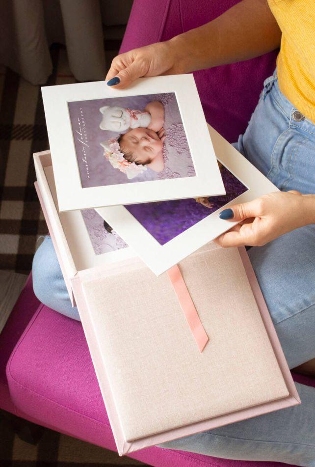 Folio Box with White Passepartout Prints